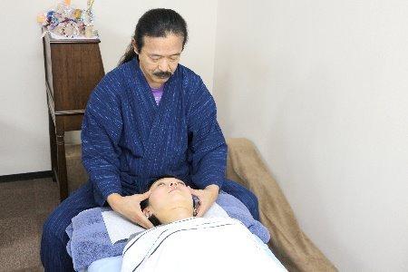 施術の流れ-頭蓋骨の施術